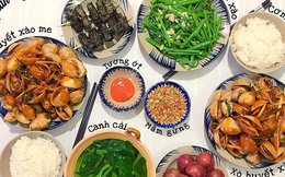 """Khoe 30 mâm cơm chuẩn nhanh-ngon-bổ-rẻ, vợ đảm Hà Nội tiết lộ cả bí quyết nấu ăn """"thần tốc"""" khiến hội chị em trầm trồ"""