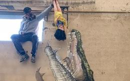 Con cá sấu hung tợn phóng lên cao đớp con mồi khiến ai cũng rùng mình nhưng nhìn kỹ bức ảnh thì xuýt xoa không ngừng