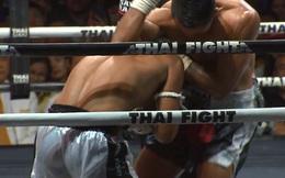 """Võ sĩ Thái Lan làm CĐV """"nổi da gà"""" với 2 cú phang chỏ cực mạnh vào sống lưng đối thủ"""