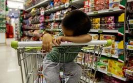 Cậu bé có hành động lạ trong siêu thị, người xung quanh lắc đầu ái ngại còn bố mẹ tái mặt vì biết tỏng nguyên do
