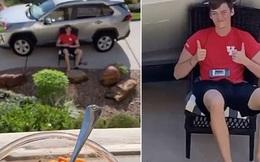 Bạn trai đáng yêu nhất mùa dịch: Người yêu nhiễm Covid-19, thanh niên ngày ngày xách ghế đến ngồi trước cửa chờ nàng khỏi bệnh