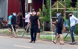 """Nhóm giang hồ mang theo nhiều dao, mã tấu đi trên 6 ô tô đến nhà đối thủ """"hỗn chiến"""" ở Đồng Nai"""