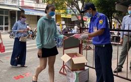 """Người Đà Nẵng ngày đầu tiên đi chợ bằng """"thẻ xanh, thẻ hồng"""""""