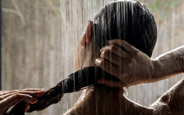 Cô gái phát hiện 1 thứ đáng sợ trong phòng tắm, hóa ra nó có liên quan đến chồng bạn thân