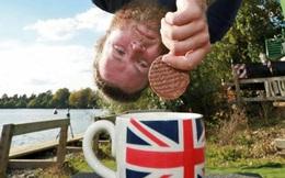 Kỷ lục Guinness nguy hiểm và có phần kỳ quặc: Nhảy bungee nhúng bánh quy vào trà từ độ cao 73m!