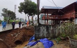 Nhiều hộ dân tháo chạy ra khỏi nhà khi hố tử thần xuất hiện trong đêm