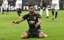 """Bruno Fernandes """"nổi điên"""" với đồng đội, Man United thất bại oan nghiệt trước Sevilla"""