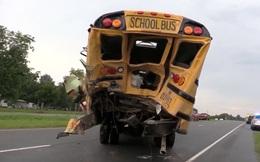 Mỹ: Tài xế xe tải tử vong sau khi lao lên xe buýt cứu người