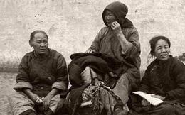 Loạt ảnh cũ phơi bày cuộc sống khắc khổ của người dân cuối thời nhà Thanh, có người còn bất chấp nguy hiểm để kiếm miếng ăn