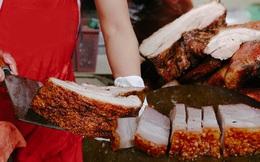 Có hàng thịt quay vỉa hè 30 năm tuổi ngon nức tiếng ở Hà Nội, không biển hiệu nhưng chiều nào cũng nườm nượp khách xếp hàng