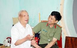 Tri ân, thăm hỏi nguyên lãnh đạo Công an tỉnh Hòa Bình