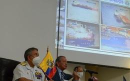 Tàu cá Trung Quốc gần Galápagos bị tố dùng chiêu trò qua mặt Ecuador