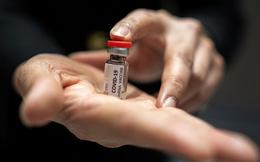 """""""Canh bạc"""" trị giá 450 triệu USD để tạo ra hàng triệu liều vắc xin COVID-19 của """"trùm"""" vắc xin thế giới"""