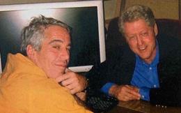 """Ông Clinton phủ nhận cáo buộc đặt chân lên """"đảo ấu dâm"""""""