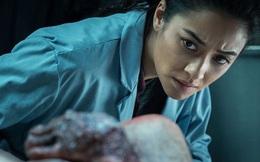 Bước vào nhà xác, nữ nhân viên kinh hãi tưởng mình gặp ma khi thấy có người bò dưới sàn