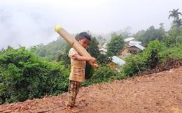 Cậu bé chân trần đi bộ đường núi, vác cây măng trên vai gửi tặng người dân ở tâm dịch Đà Nẵng