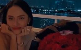 """Clip: Hương Giang và Matt Liu vui vẻ đồng thanh """"Happy Anniversary"""", đêm nay là của anh chị rồi nhé!"""