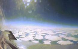Video: Phi công Nga lái tiêm kích MiG-31 lên tầng bình lưu, phóng tầm nhìn xuống Trái đất
