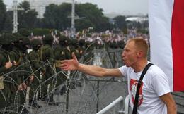 """Belarus: Hàng chục nghìn người tuần hành, ông Lukashenko ngồi trên trực thăng gọi người biểu tình là """"chuột"""""""