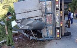Xe tải lật nghiêng khiến 2 mẹ con tử vong thương tâm