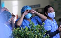 Gỡ bỏ phong toả bệnh viện Đà Nẵng, y bác sĩ bật khóc