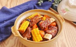 Bữa tối có món sườn om này thì già trẻ đều thích thú, bao nhiêu cơm cũng hết veo!