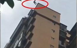 Bố đứng dưới đỡ con gái nhảy từ tầng 25 xuống, cả 2 bố con tử vong thương tâm