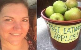 """Để xô táo ở vỉa hè với dòng chữ """"mời xơi"""", người phụ nữ bị cảnh sát gõ cửa đòi tiền phạt, dân mạng phải """"ra tay"""" đòi công bằng giúp"""