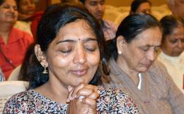 """Dân Ấn Độ rủ nhau đi khóc vì lắm lúc """"nước mắt đắt hơn nụ cười"""""""