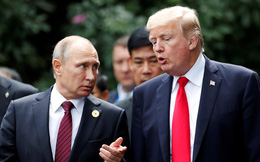 """Ông Trump """"quát vào mặt"""" cố vấn ngay trước mặt Thủ tướng Anh vì cuộc gọi nhỡ của ông Putin"""