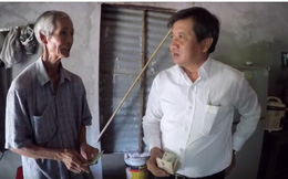 """Bất ngờ khi thấy ông Đoàn Ngọc Hải xuất hiện cùng xe cứu thương có dòng chữ """"chở bệnh nhân nghèo về quê miễn phí"""""""