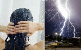 Tắm khi trời đang bão có nguy hiểm không? 12 điều phải nhớ 'nằm lòng' để an toàn trong mùa mưa bão
