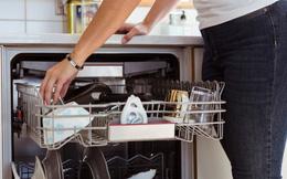 """Gợi ý các bà nội trợ 5 mẹo vệ sinh nhà bếp """"kiểu mới"""" giúp không gian sạch sẽ và ngăn nắp trông thấy"""