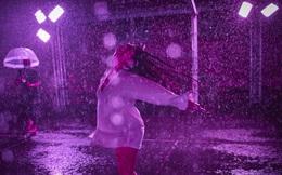 24h qua ảnh: Cô gái nhảy múa dưới Mưa hồng ở Pháp