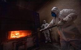 7 ngày qua ảnh: Công nhân làm việc trong lò thiêu xác ở Mexico