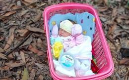 """Bé gái sơ sinh khoảng 5 ngày tuổi bị bỏ rơi ven đường kèm lời nhắn """"tôi không đủ điều kiện nuôi bé, ai nhặt được nuôi đi"""""""