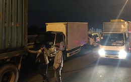 Ùn ứ hàng km sau vụ 6 ô tô va chạm ở dốc cầu Phú Mỹ