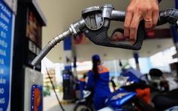 Giá xăng dầu lần đầu tiên giảm giá sau 4 tháng