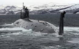 Tàu ngầm Nga khoe sức mạnh vũ bão với tên lửa trên biển