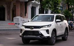 HOT: Toyota Fortuner Legender bất ngờ lộ diện trên phố Hà Nội trước ngày ra mắt 17/9