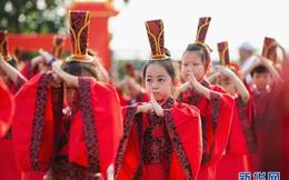 Tổ chức lễ nhập học theo phong cách thời cổ đại tại Trung Quốc