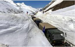 """Căng thẳng biên giới Trung-Ấn: Ấn Độ """"quyết đấu với thời tiết"""", xe tăng sẵn sàng lăn bánh"""