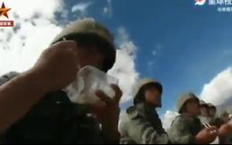"""TQ tung video khoe lính trên núi cao được ăn đồ nóng hổi, Ấn Độ đáp trả: """"Nói dối!"""""""