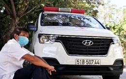 Ông Đoàn Ngọc Hải chở cậu bé mồ côi nghèo từ bệnh viện ở TP.HCM về Bến Tre