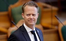 """Ngoại trưởng Đan Mạch """"hối tiếc"""" vì quan hệ bất chính với cô gái 15 tuổi"""