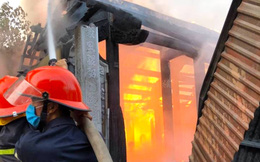Nghi vấn thắp hương cúng rằm tháng 7 làm cháy rụi nhà thờ họ bằng gỗ