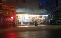 """Trốn ở bãi xe sau khi """"hỗn chiến"""" tại Sài Gòn, thanh niên bị chém tử vong, 3 người không liên quan bị chém trọng thương"""