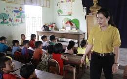 Không có nhà vệ sinh, học sinh phải đi vào bô rồi cô giáo đi đổ nhờ!