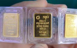 Sau khi giảm mạnh, giá vàng trong nước vẫn 'đắt' hơn vàng thế giới gần 3 triệu đồng/lượng