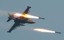 Su-25 của Nga chao lượn trên không rồi thả bom triệt hạ mục tiêu